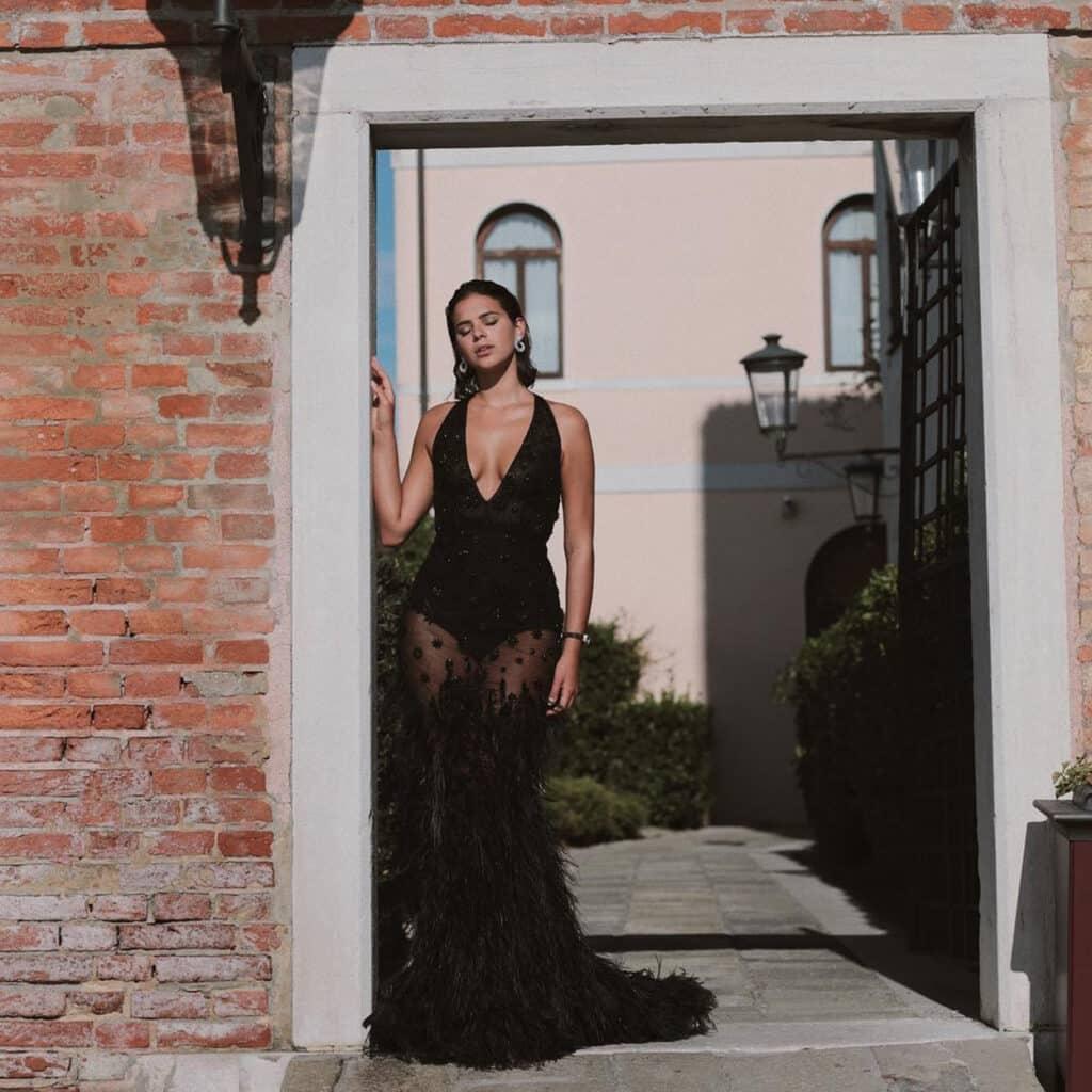 Angélica escolheu um vestido de um ombro só para a virada