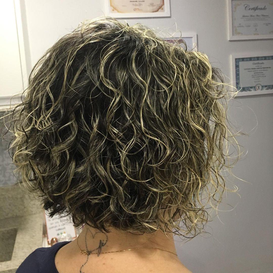 Long bob cut in curly hair 3