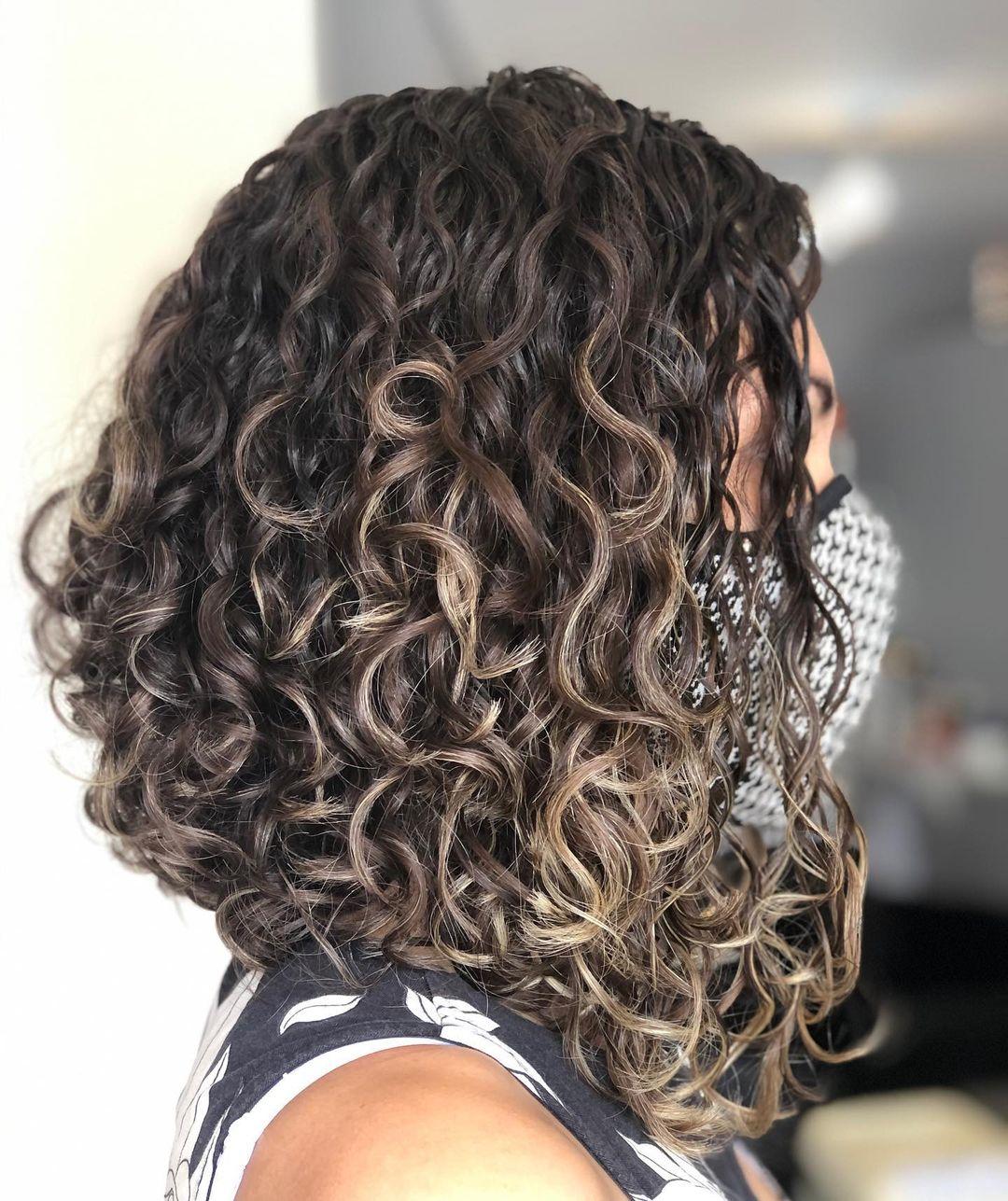 Long bob cut in curly hair 7