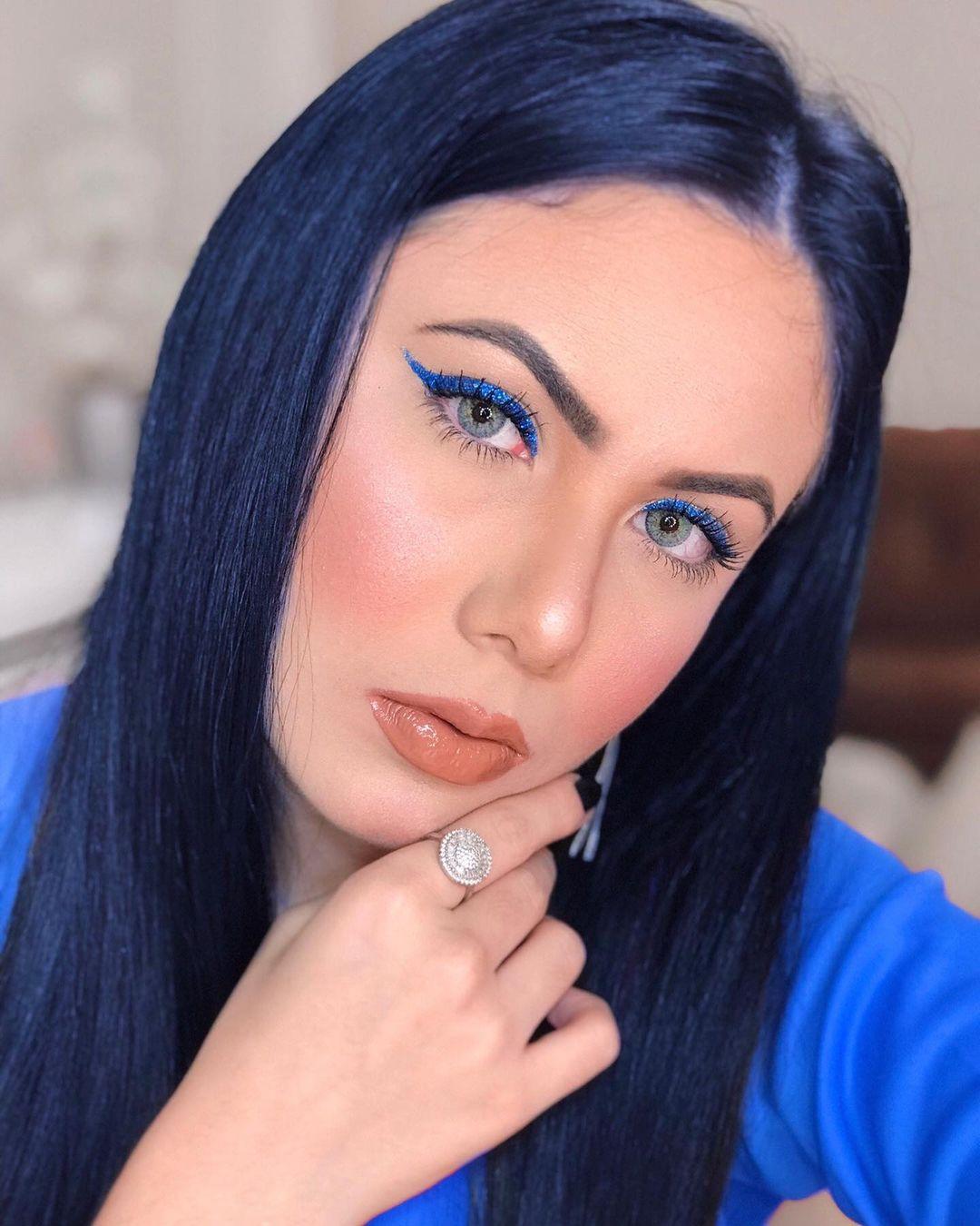 blue makeup 1