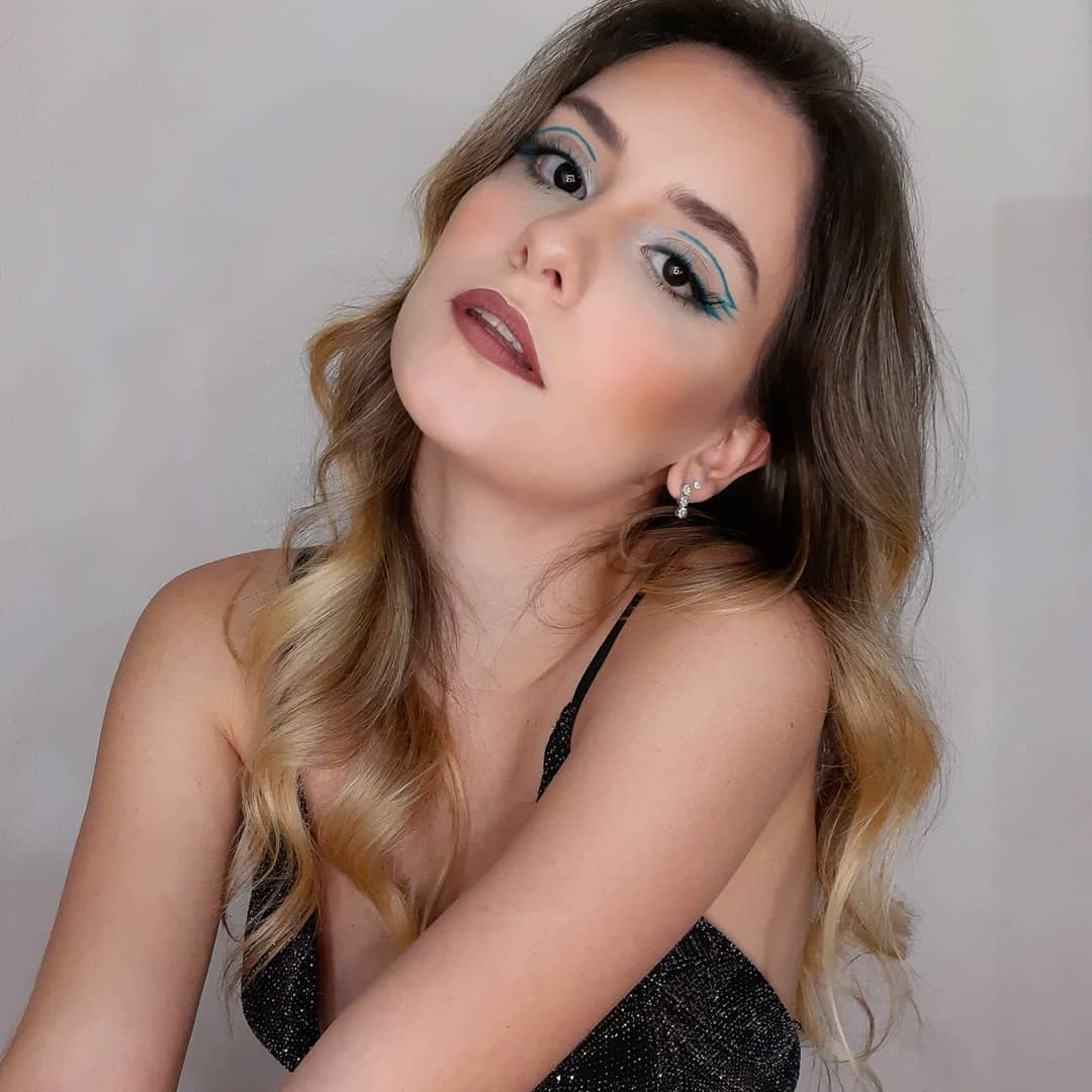 blue makeup 10