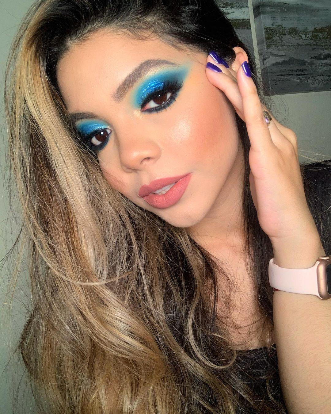 blue makeup 16