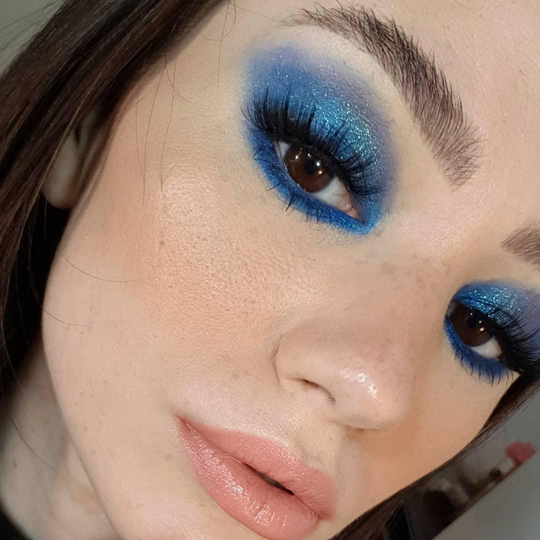 blue makeup 18