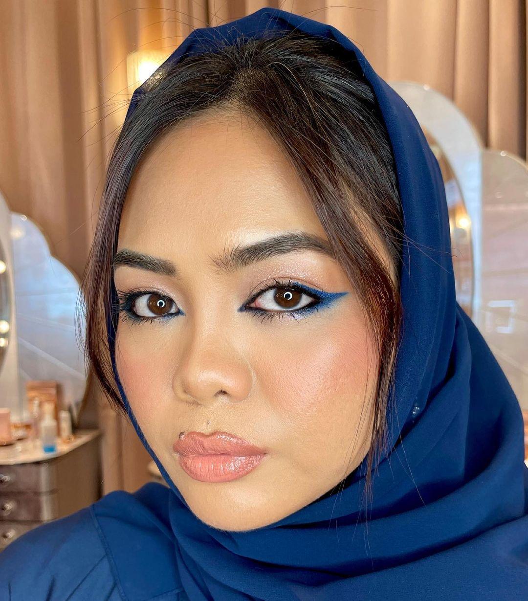 blue makeup 6