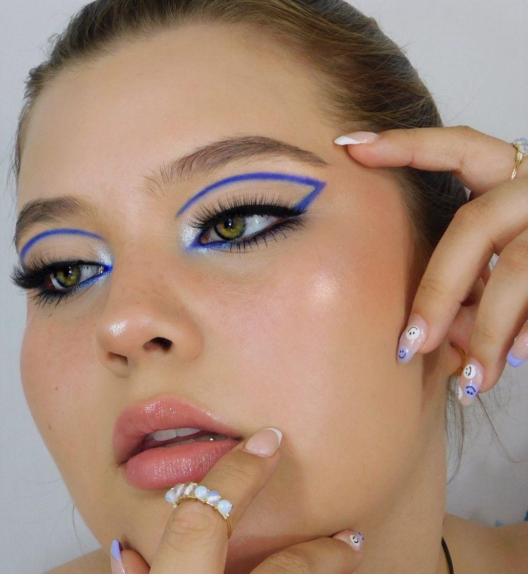 blue makeup 8