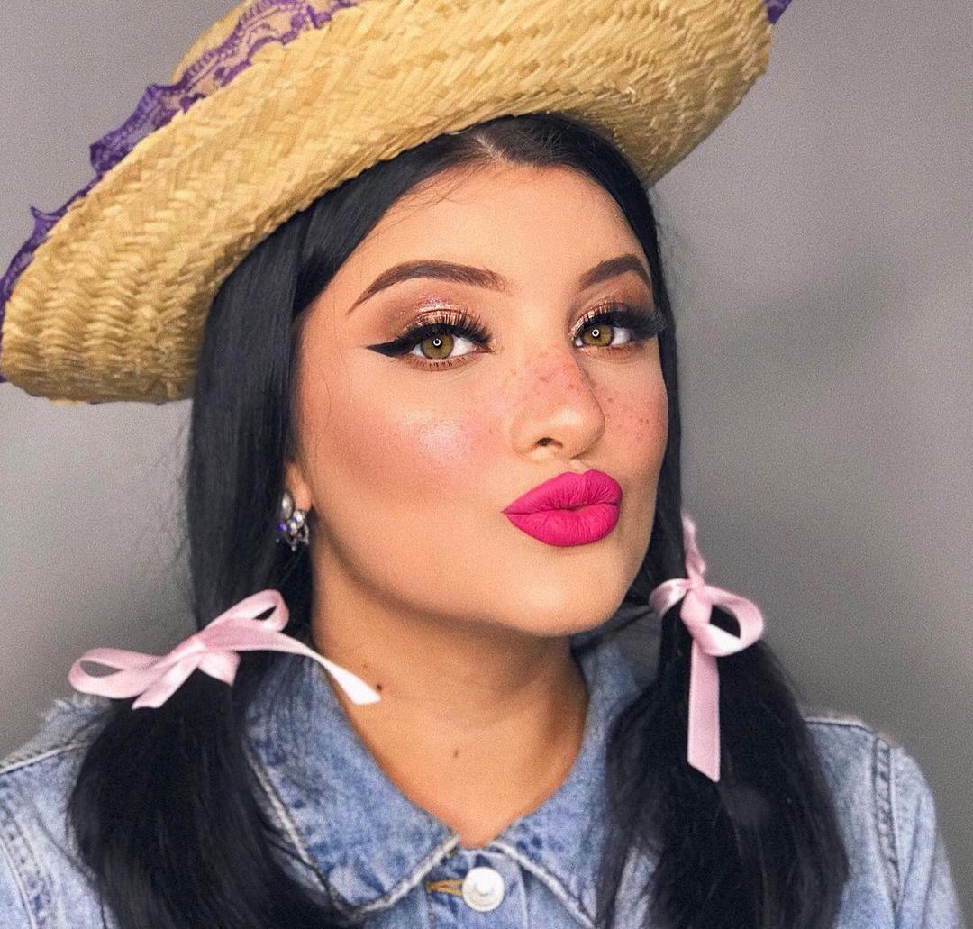 St. John Feminine Makeup 1