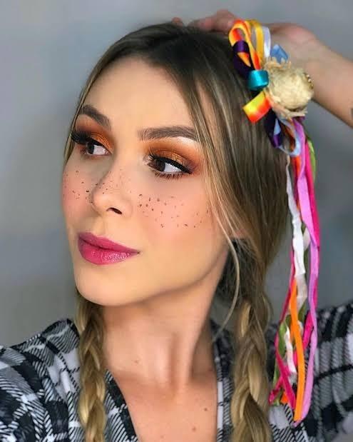 Woman St. John makeup 4
