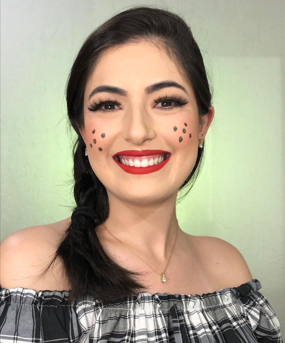 St. John Feminine Makeup 6