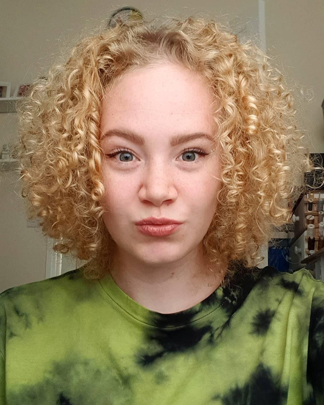 short curly hair 20