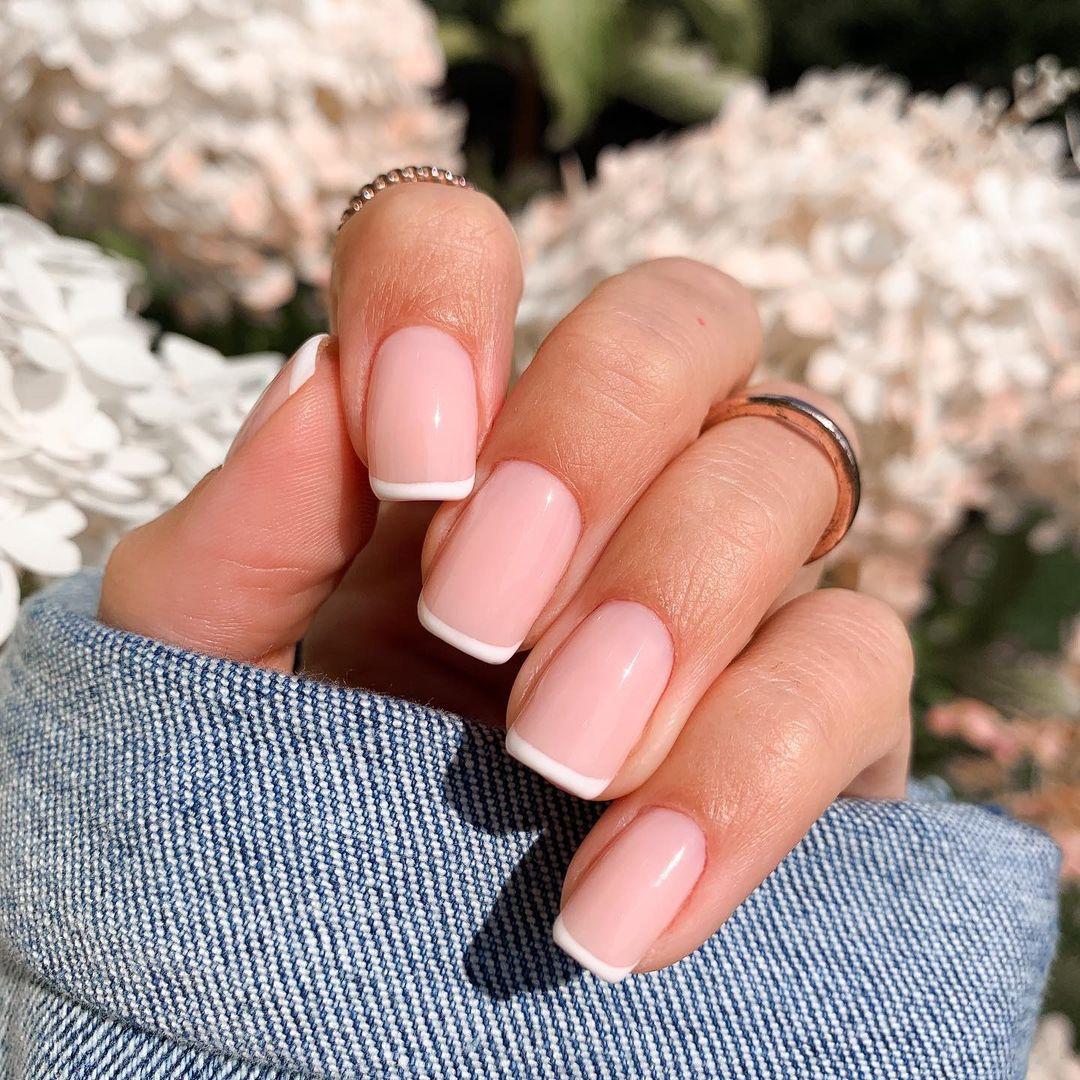 light nails with francesinha 22