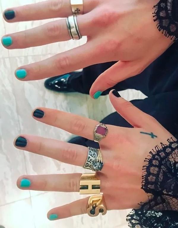 harry styles 12 nails